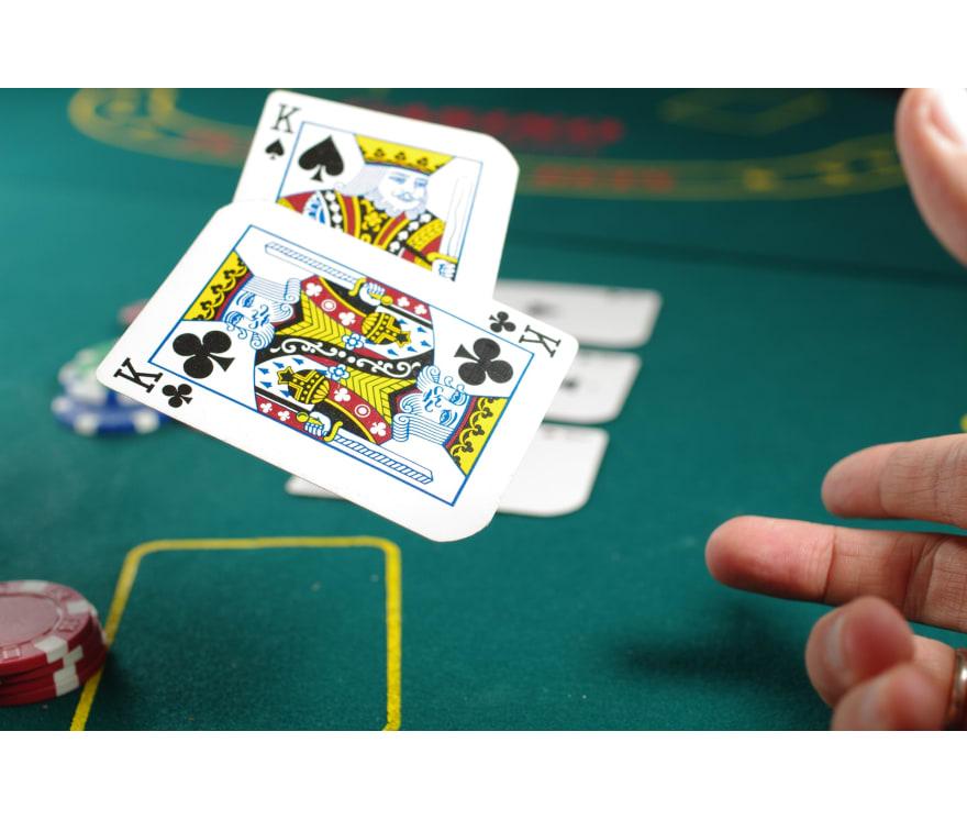 28 parimat Mobiili Casinot, mille mängude hulgas on 2021. aastal Caribbean Stud